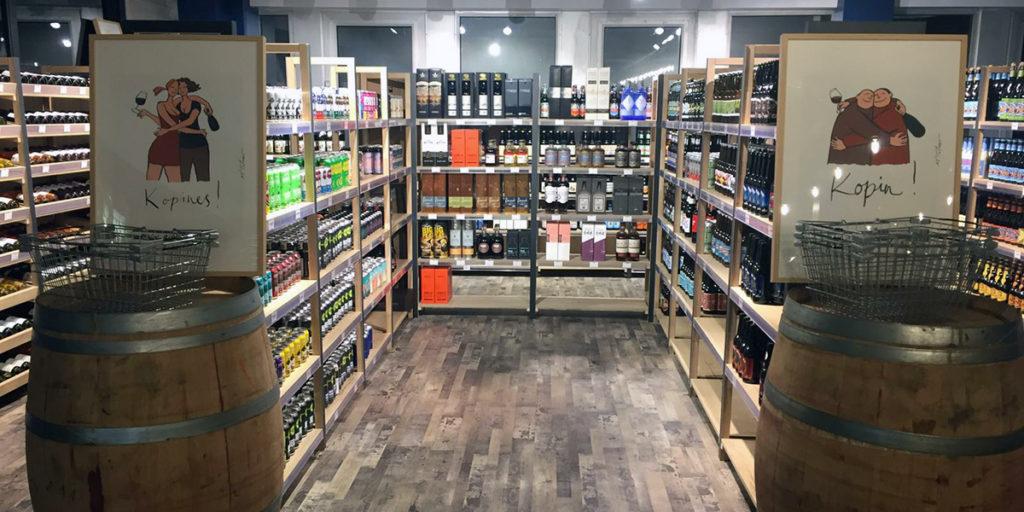 Lenox Pub côté cave avec une sélection de bières bouteilles et canettes, vins de toutes régions, champagnes et spiritueux